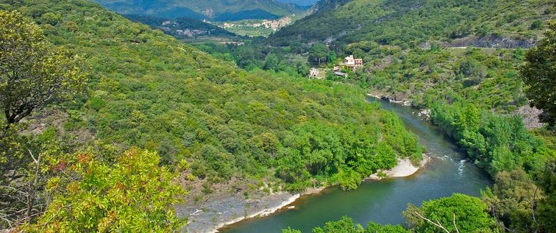 Für viele bedeuten die Ferien einen Aufenthalt am Meer: Der Blick über die Wellen reicht scheinbar bis ins Unendliche und verheißt besondere, magische Erlebnisse. Das funktioniert bei einer Kreuzfahrt oder auch beim Camping im Hérault an der Mittelmeerküste. (#01)