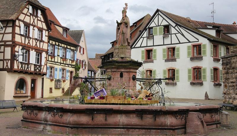 Der Ort Eguisheim im Elsass stellt ein faszinierendes Reiseziel dar. Sie können hier einen faszinierenden Urlaub erleben.