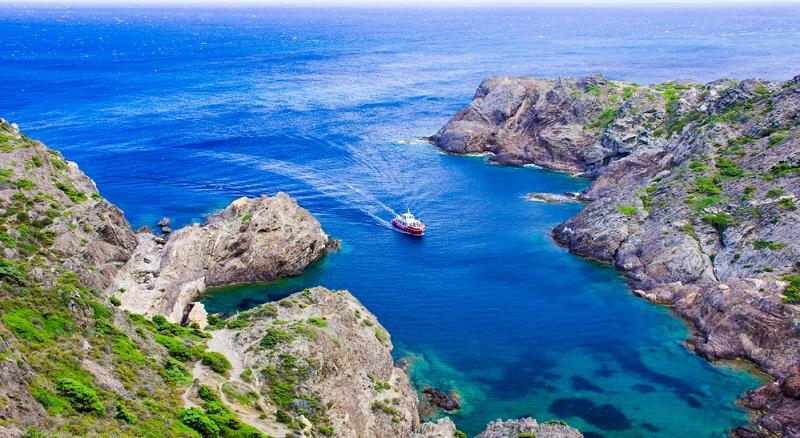 Das Meer übt auf die meisten Menschen eine tiefe Faszination aus. Die Weite und Ruhe, die es ausstrahlt, machen es zum Hauptkriterium für viele Reisende.