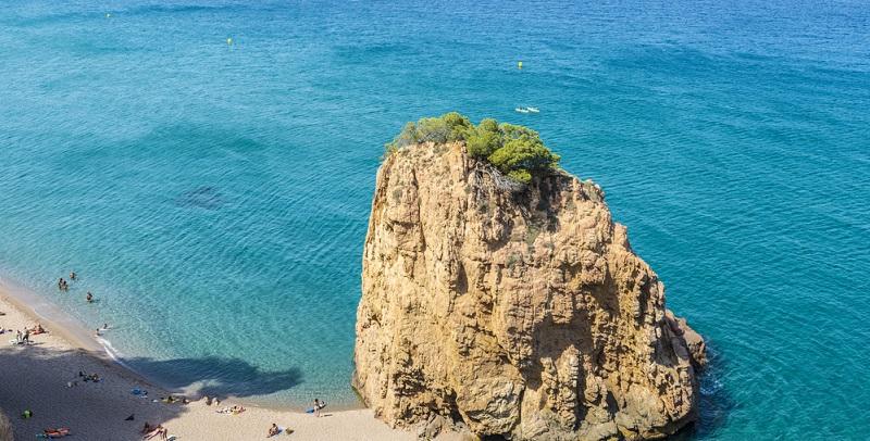 Wer an Urlaub denkt, der denkt meist automatisch an viel Sonne, warme Temperaturen und wenig Regen. Genau das hat die katalonische Küste zu bieten.