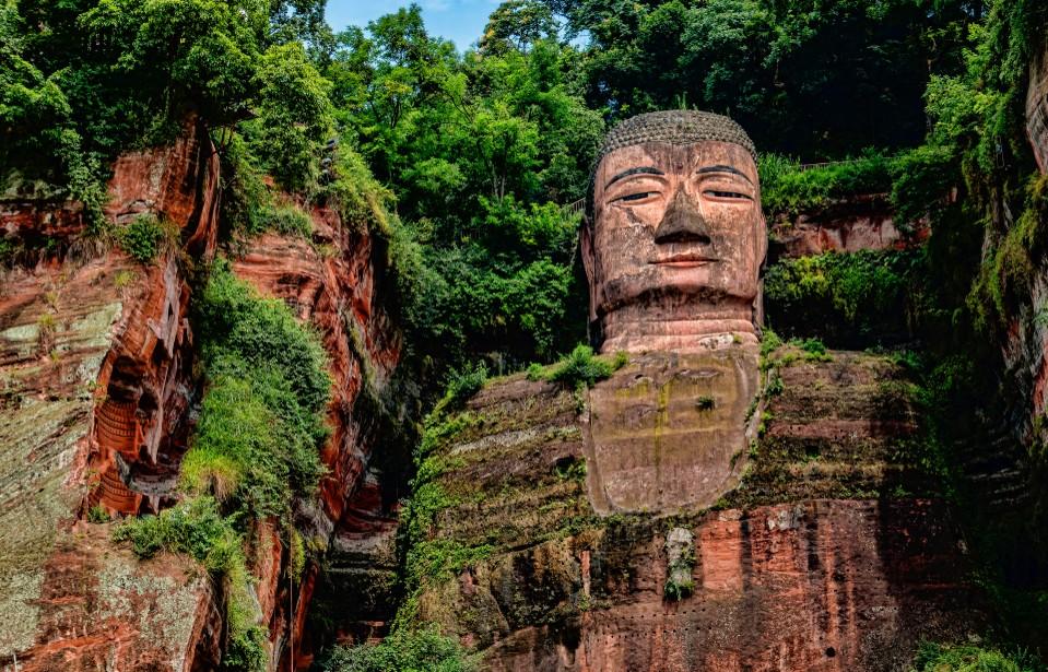 Nicht alle Yanksee Source-Codes  entstammen der Gegenwart. Der Große Buddha von Leshan zählt ebenfalls dazu. Er findet sich in der Provinz Sichuan und hat weite Teile der Geschichte Chinas überdauert. (#2)