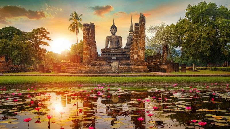 Auf Buddhastatuen zu klettern, um Fotos zu machen, ist unbedingt zu unterlassen.