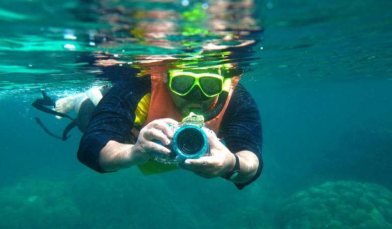 Eine wasserfeste Kamera in den Koffer packen, denn eine Unterwasserkamera kann besonders bei Mittelmeer und Karibik Kreuzfahrten von Vorteil sein.