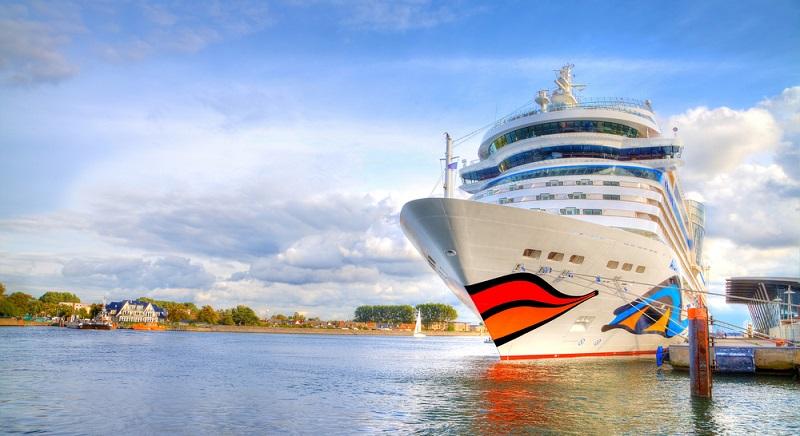Koffer packen: Wer die Checkliste befolgt und alle wichtigen Dinge in eingepackt hat, kann einen entspannten Urlaub an Bord genießen.
